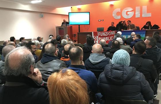 Fp Cgil denuncia, a Napoli niente più agenti di polizia locale in moto