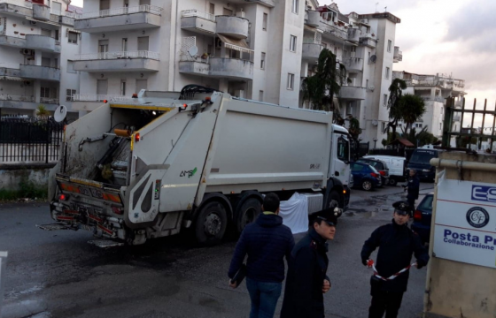 Morto a Napoli operaio dell'igiene ambientale, inaccettabile